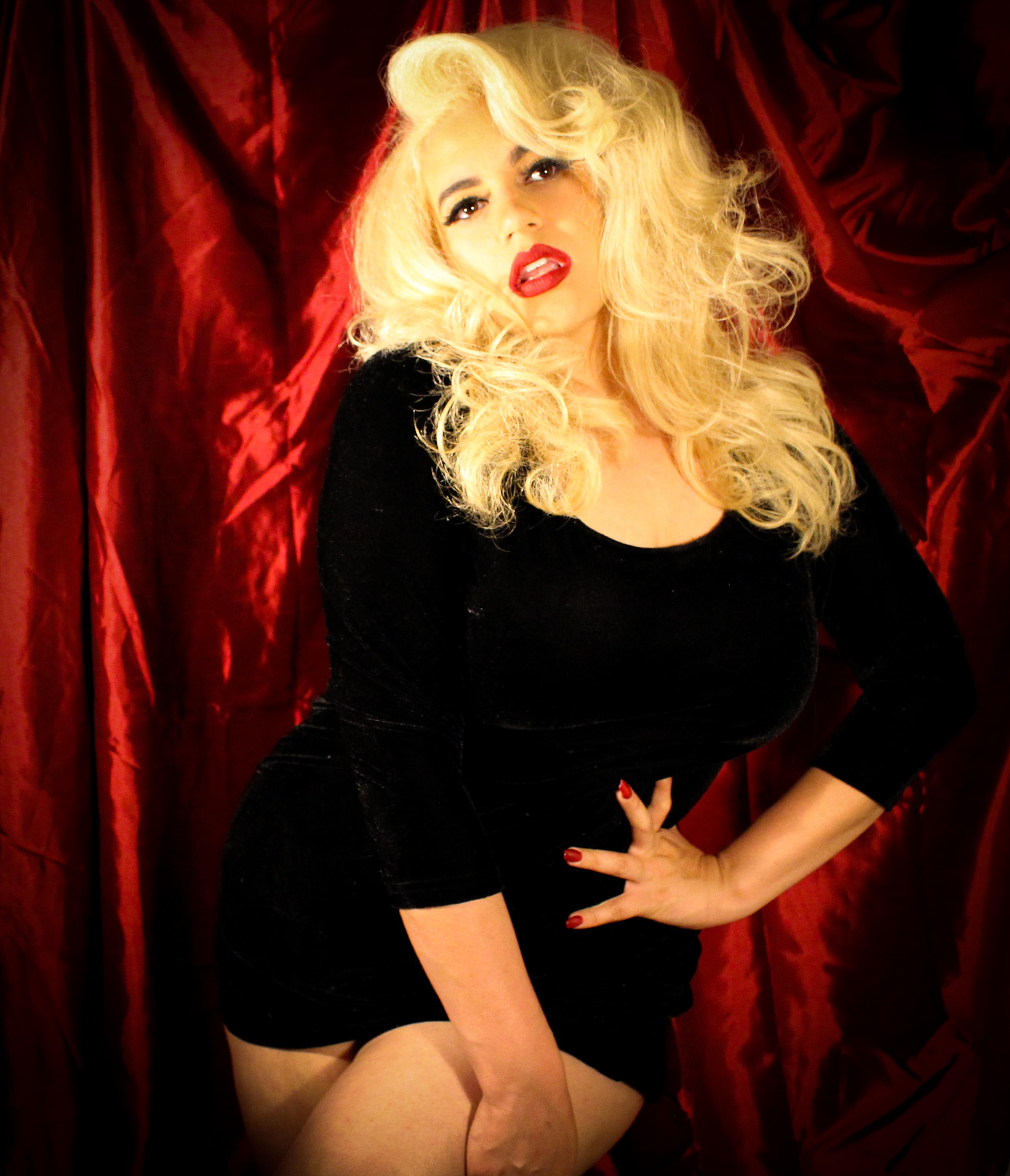 Frostine Frisky Business Burlesque, Austin Texas, Austin burlesque, Austin entertainment